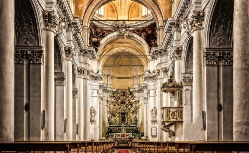 Jak jest różnica pomiędzy kościołem, katedrą i bazyliką?