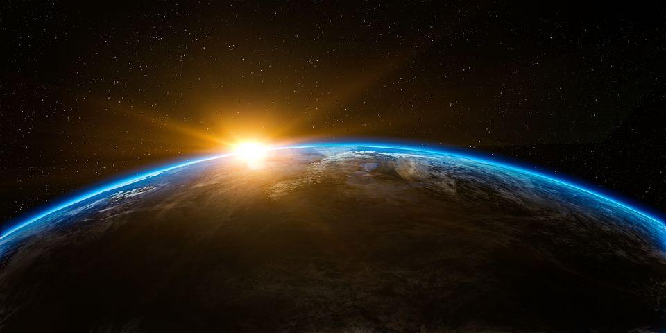 słońce nad ziemią