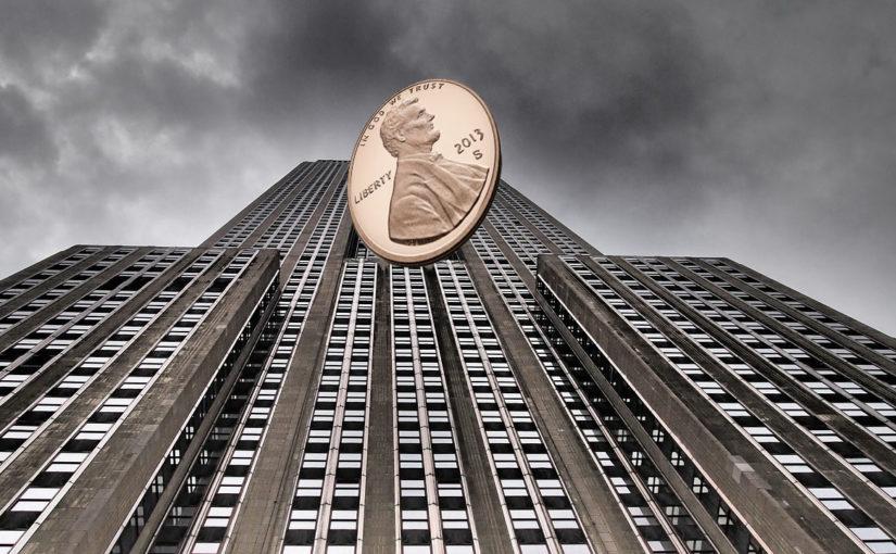 Czy moneta wyrzucona z wieżowca może kogoś zabić?