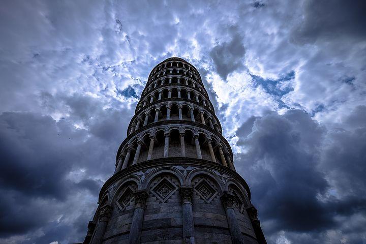 Dlaczego Krzywa Wieża w Pizie wciąż stoi?