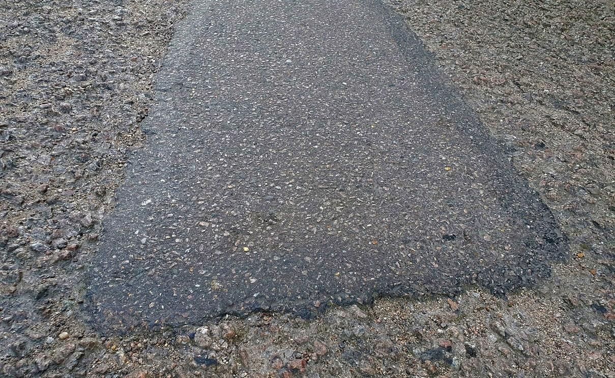 naprawiona dziura w drodze
