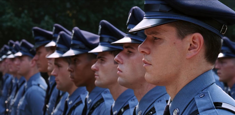 Dlaczego policjanci noszą niebieskie mundury?